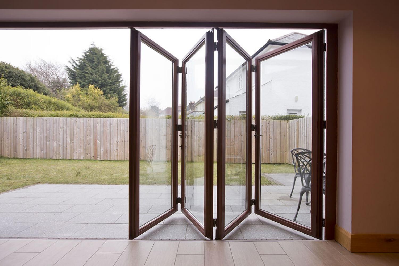 """Двери гармошка зеркальные компания """"kelman""""."""